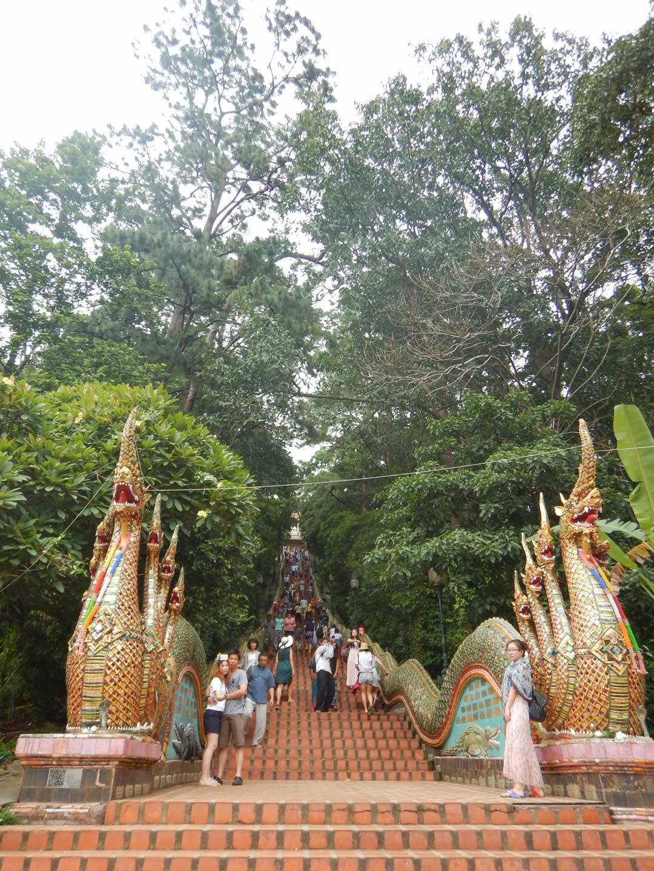 Scalini per raggiungere il tempio